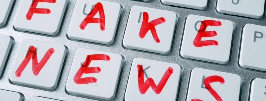 Toetsenbord met de letters 'fakenews'