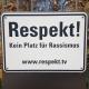 Bordje met de tekst Respekt! Kein Platz für Rassismus