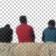 Asielzoekers achter een hek