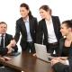Een groepje mannen en vrouwen op de werkvloer