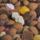 Een handvol pepernoten en suikergoed