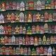 Een wand vol miniatuurhuisjes